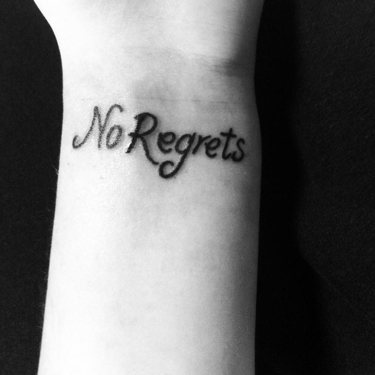 tatuaggi-sul-polso-scritta-nessun-rimpianto