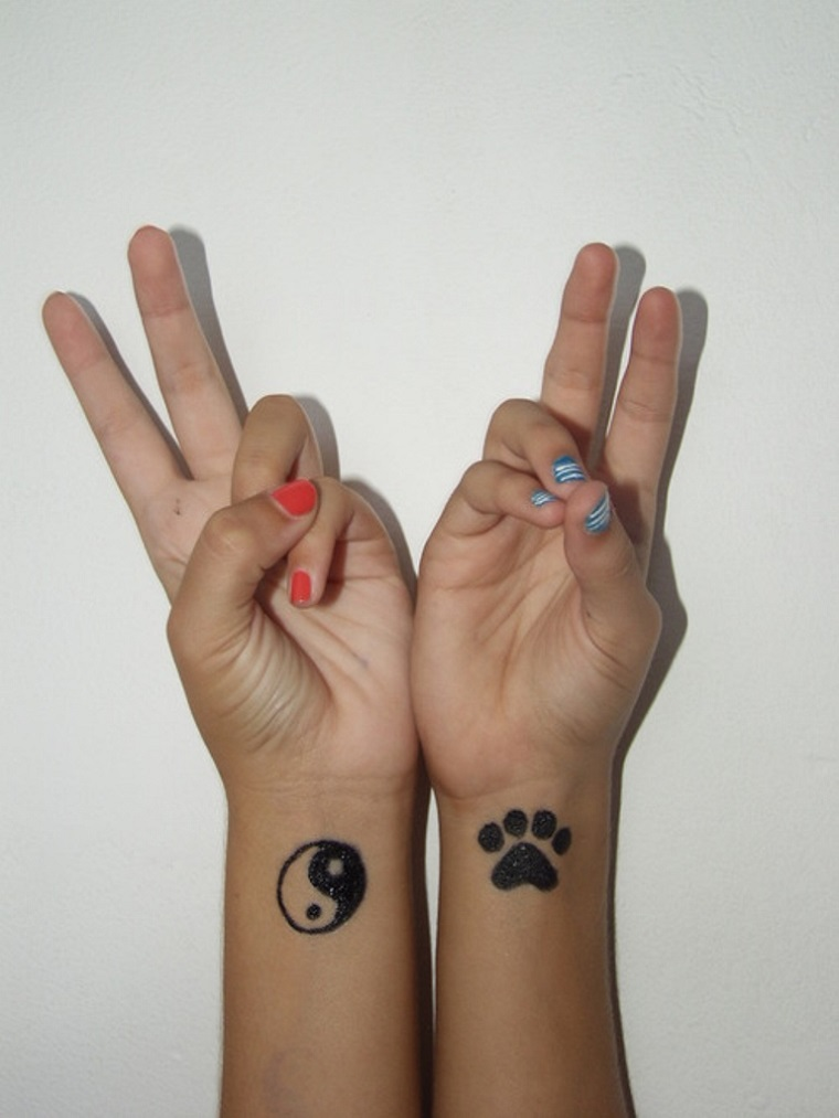 tatuaggi-sul-polso-tao-impronta-zampina