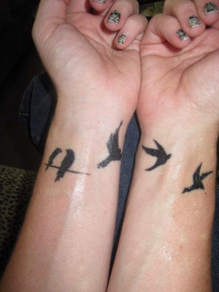 tatuaggi-sul-polso-uccelli-volo