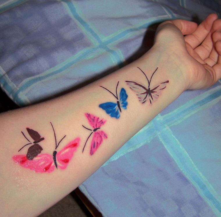 tatuaggio-avambraccio-idea-farfalle-colorate