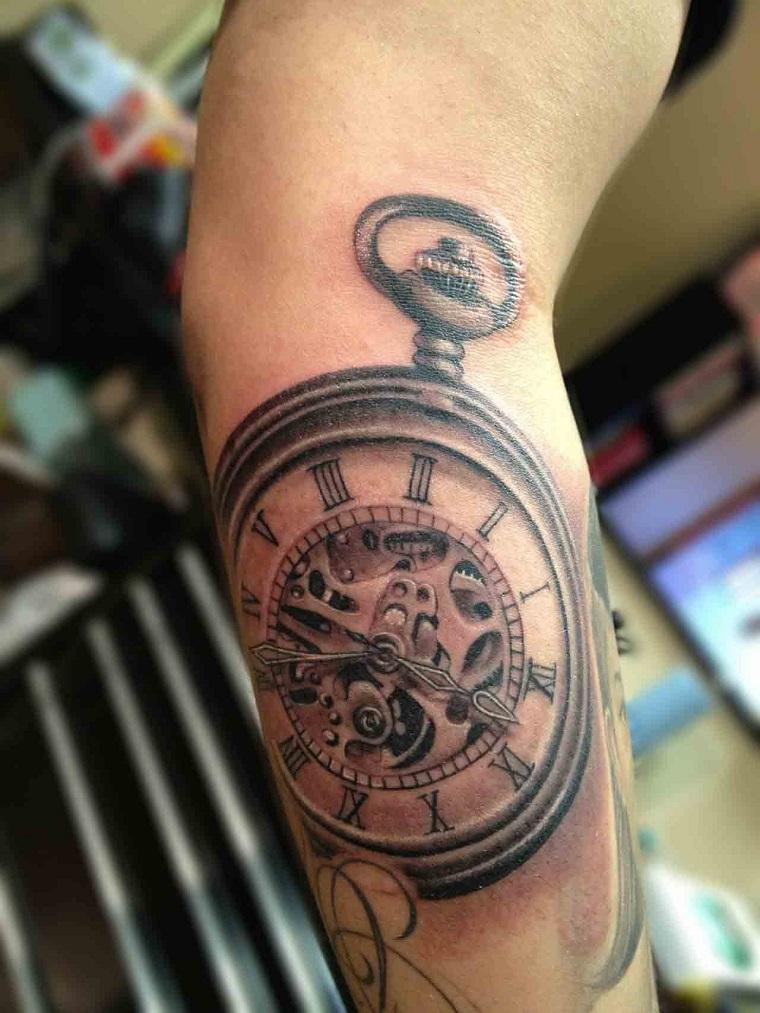 tatuaggio-avambraccio-orologio-antico