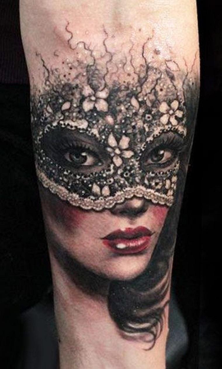 tatuaggio-avambraccio-volto-donna-mascherato