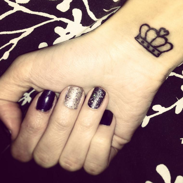 tatuaggio-sul-polso-corona