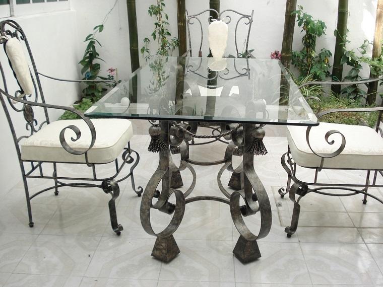 tavoli-in-ferro-battuto-eleganti-esterno