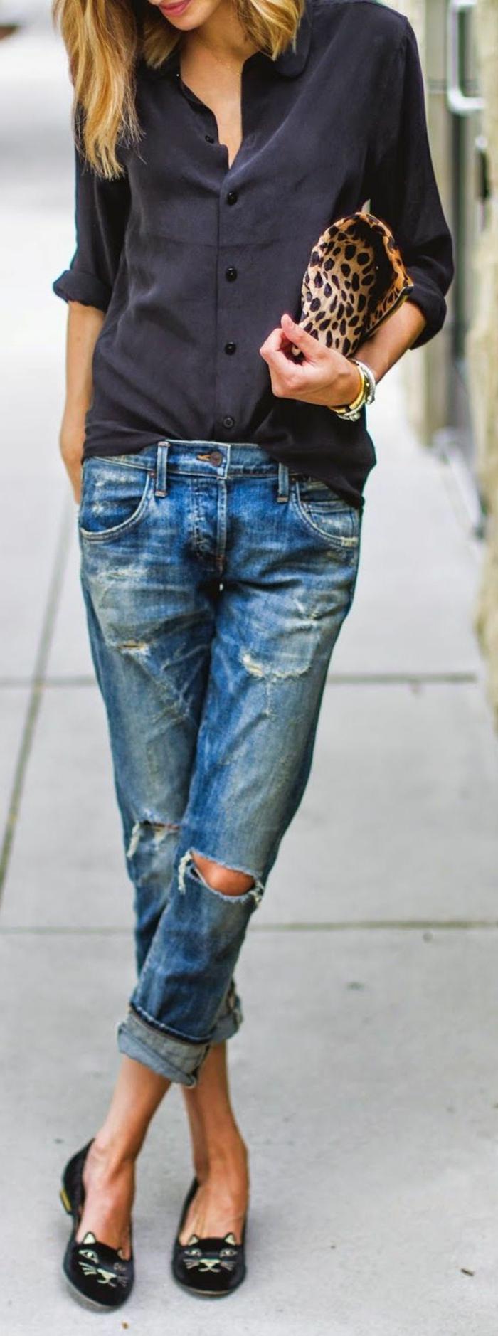abbigliamento-business-casual-donna-jeans-strappi-ballerine-chic-camicia-oversize-accessorio-borsetta-print-leopardo