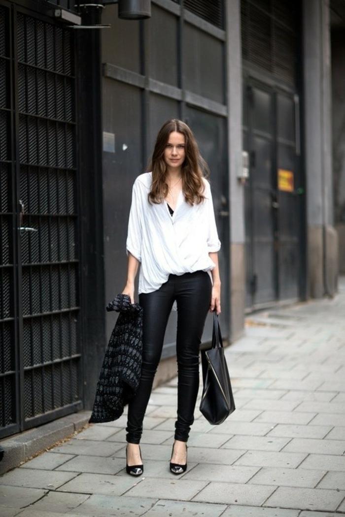 abbigliamento-casual-chic-donna-pantalone-pelle-nero-camicia-fluida-bianca-capelli-lunghi-castani