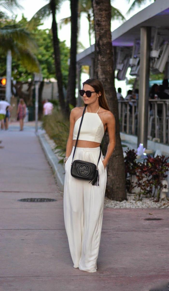 abbigliamento-smart-casual-pantaloni-bianchi-larghi-top-corto-borsa-nera-gucci