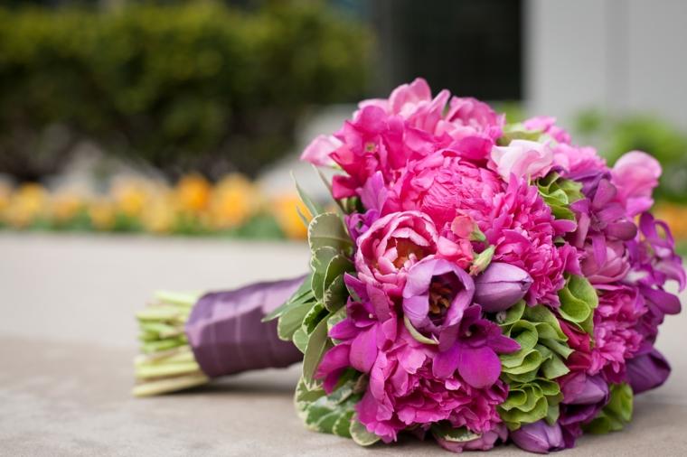 accessori-matrimonio-bouquet-fiori-colorati-rosa-fucsia-viola-raso-gambo