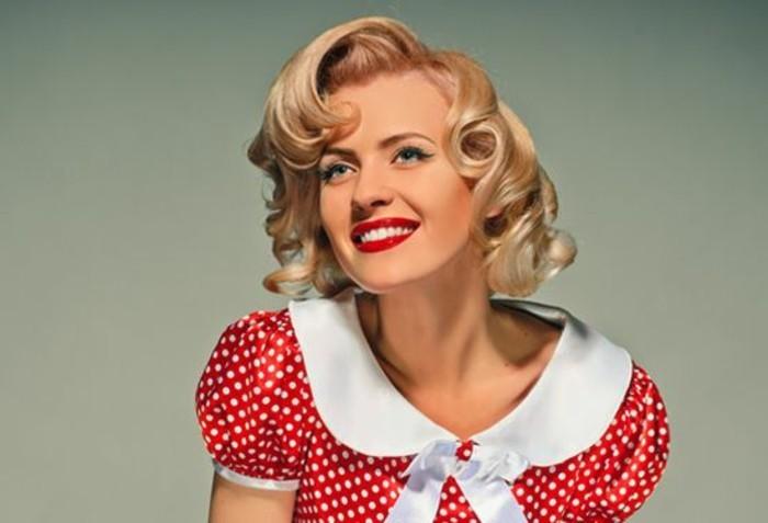 acconciature-anni-50-donna-capelli-corti-biondi-vestito-rosso-pois-labbra-rosse