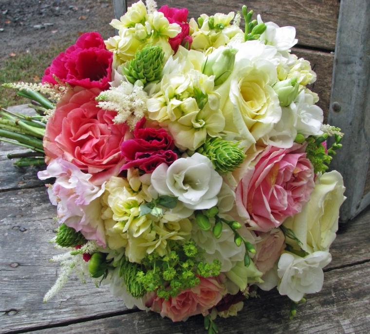bouquet-da-sposa-composizione-fiori-varie-specie-toni-chiari-rose