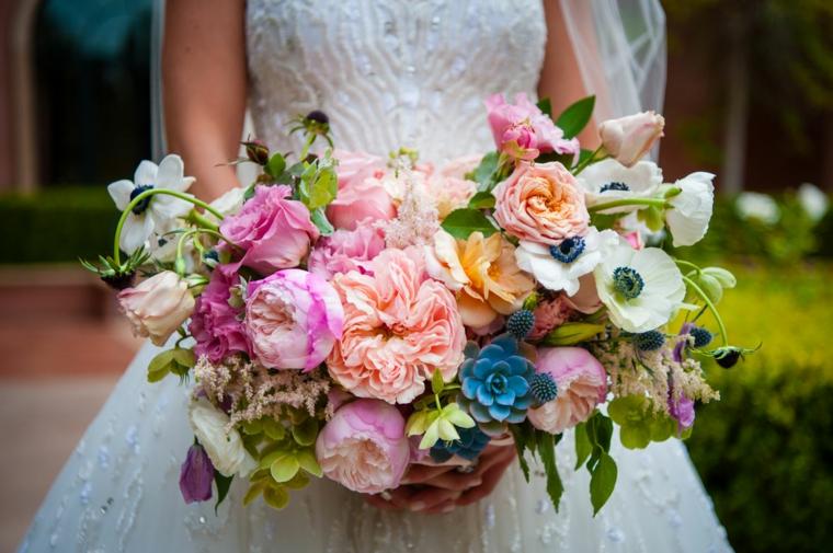 bouquet-da-sposa-composizioni-fiori-forma-colori-diversi-allungato