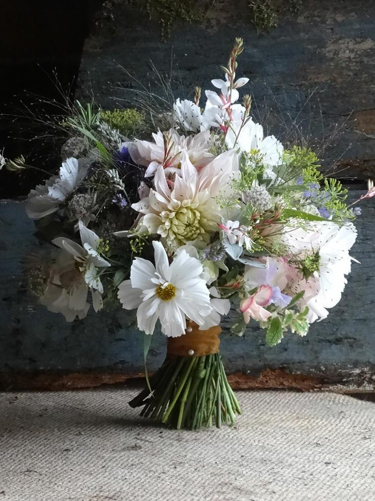 bouquet-da-sposa-mazzo-fiori-varie-forme-colori-margarite-bianche