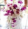 bouquet-sposa-orchidee-composizioni-colori-bianco-fucsia-forma-allungata