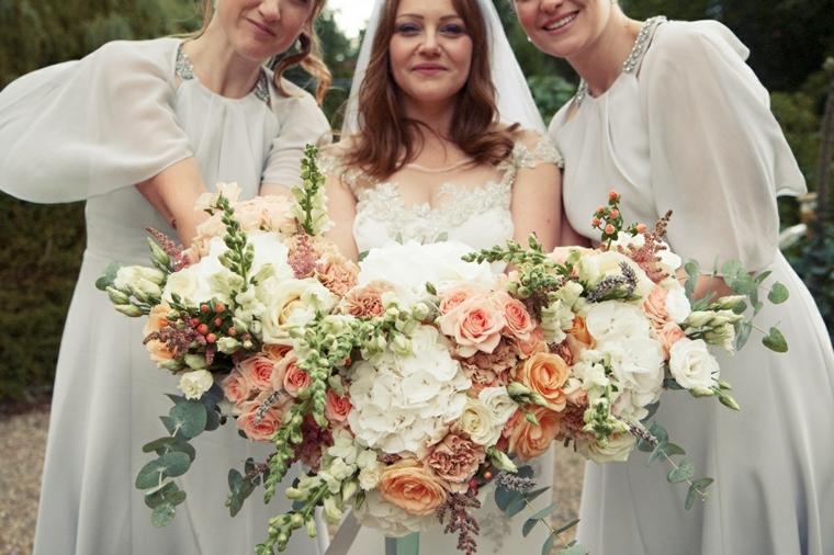 bouquet-sposa-settembre-fiori-colori-autunnali-rose-arancioni-forma-allungata