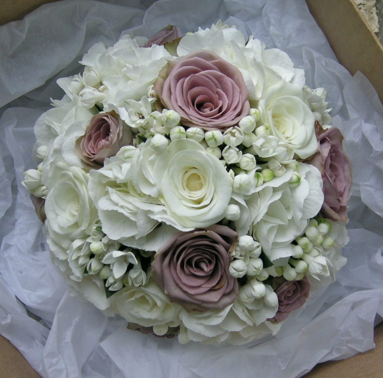 bouquet-sposa-stile-vintage-rose-bianche-color-malva