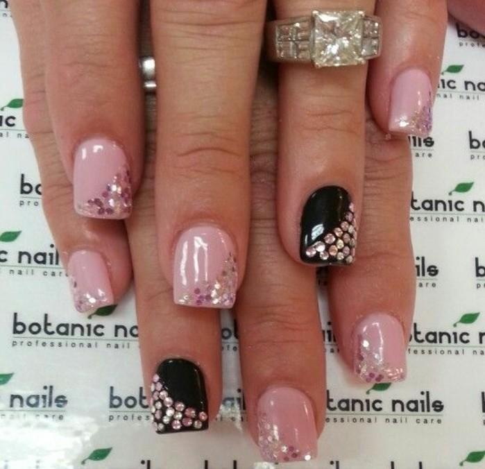 brillantini-per-unghie-argento-rosa-ricoprire-parte-unghie-base-rosa-nera-lucide