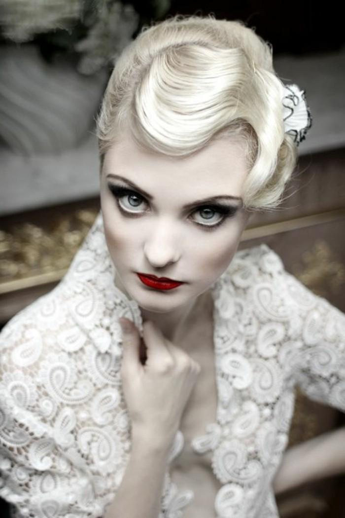 capelli-anni-50-donna-bionda-sguardo-aristocaratico-labbra-rosse