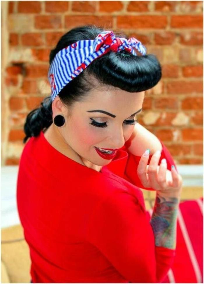 capelli-corti-acconciature-con-pony-rockabilly-stile-anni -50-donna-vestito-rosso