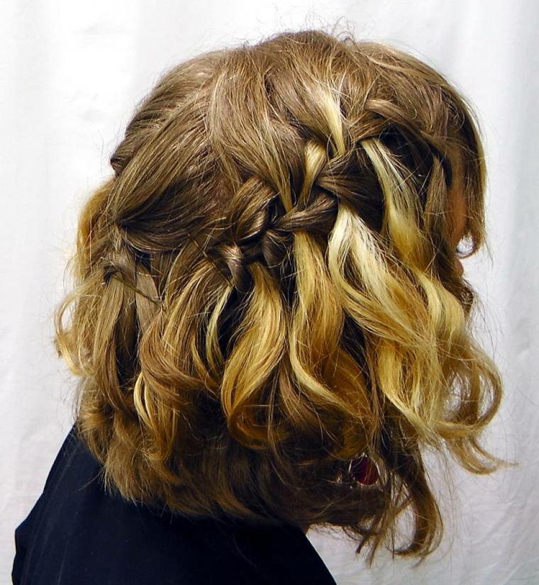 capelli-mossi-media-lunghezza-trecce-riflessi-dorati