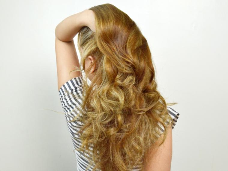 capelli-ondulati-lunghi-meta-schiena-biondi-tutti-pari