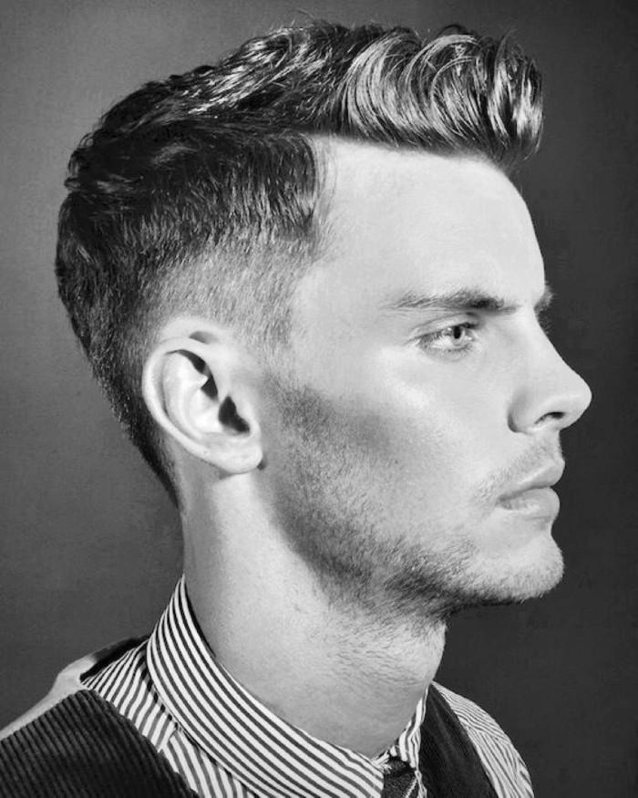 capelli-uomo-anni-50-stile-rasato-lato-pompadour-laterale-foto-bianca-nera