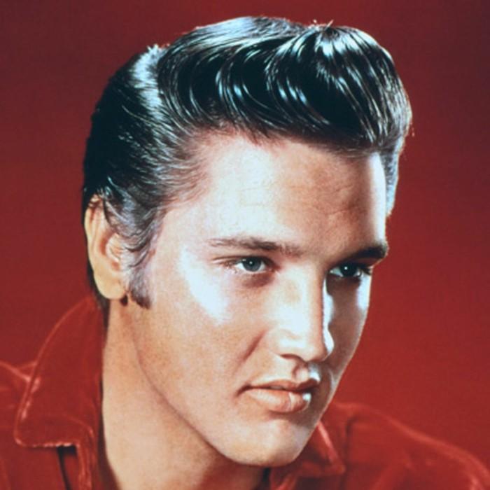 capelli-uomo-stile-anni-50-pompadour-laterale-elvis-presley-camicia-rossa-retrò