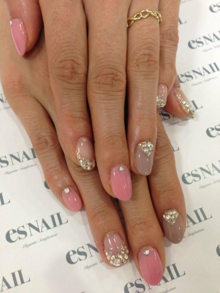 decorazione-unghie-brillantini-argento-piccole-dimensioni-smalto-rosa-lucido-elegante