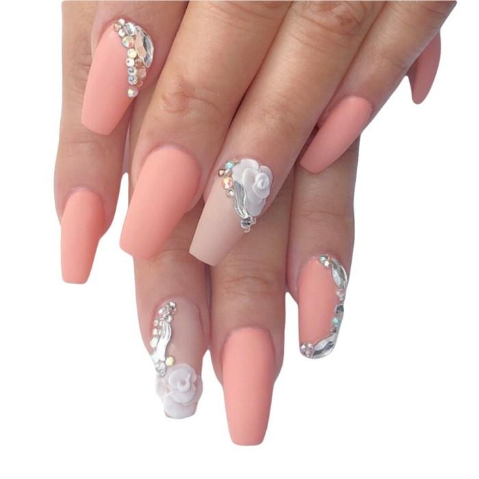 decorazione-unghie-brillantini-fiori-argento-decorazioni-eleganti-base-smalto-pesca-opaca
