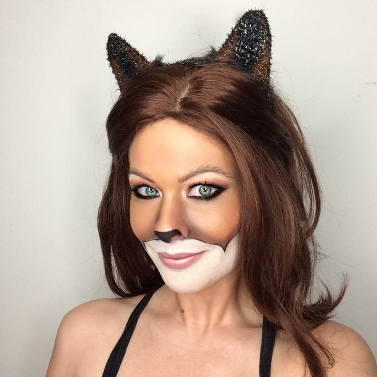 donna-truccata-per-halloween-gatto-orecchie-mento-colore-bianco