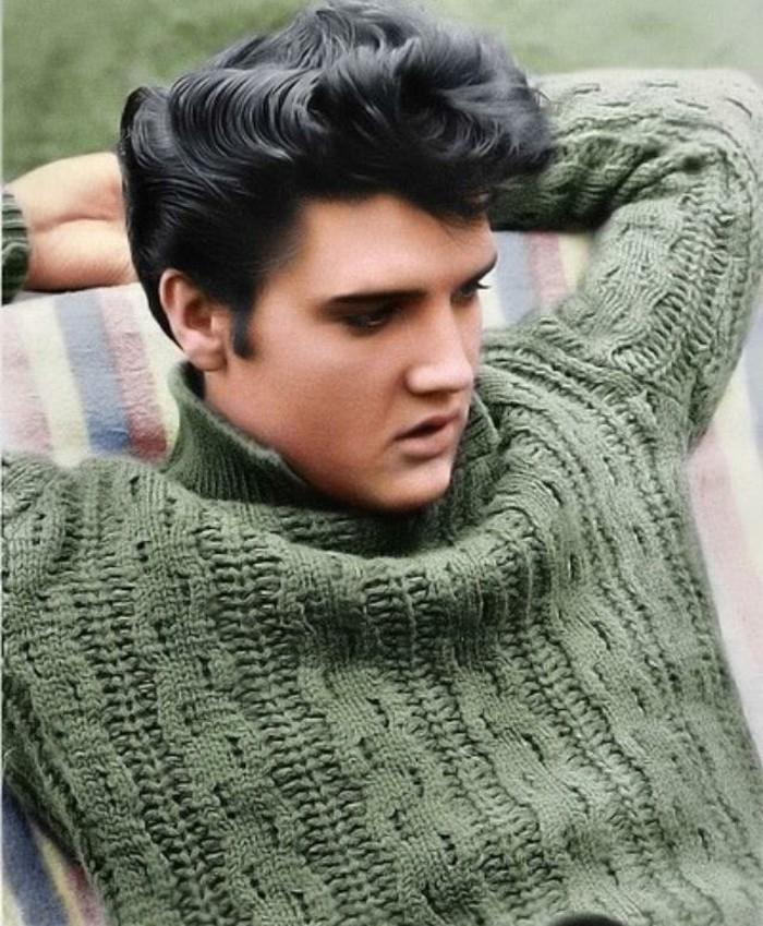 elvis-presley-foto-rockabilly-acconciatura-anni-50-giovane-uomo-maglione-lana