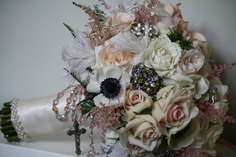 fiori-belli-bouquet-rose-bianche-rosa-accessori-rosario-gambo