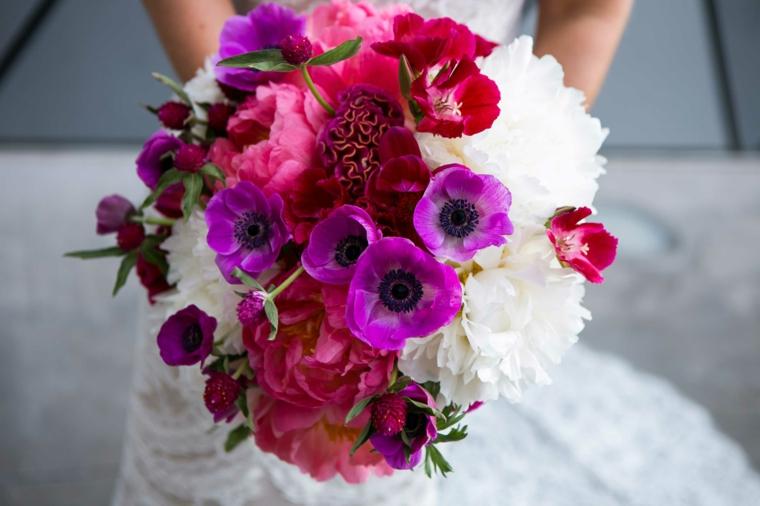 fiori-belli-bouquet-tulipani-viola-fiori-rossi-forma-cascata