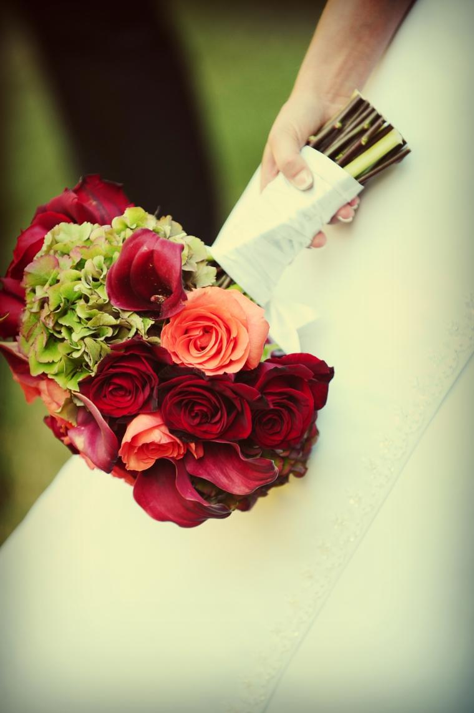 fiori-matrimonio-bouquet-rose-rosse-arancioni-verde-lato-forma-tonda