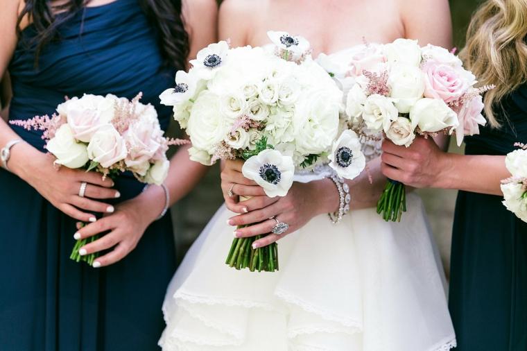 fiori-matrimonio-sposa-damigelle-rose-bianche-rosa-decorazioni-blu-centro