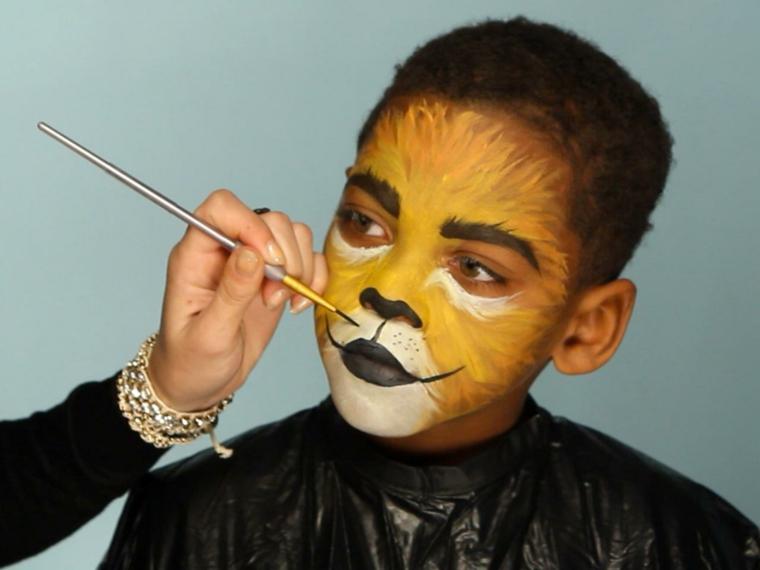 halloween-trucco-bambino-travestimento-leone-base-colore-giallo