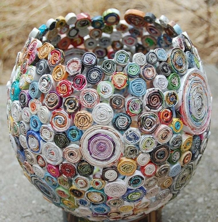 idee-creative-riciclo-vaso-decorativo-tondo-rotoli-stoffa-colorata-varie-forme-colori