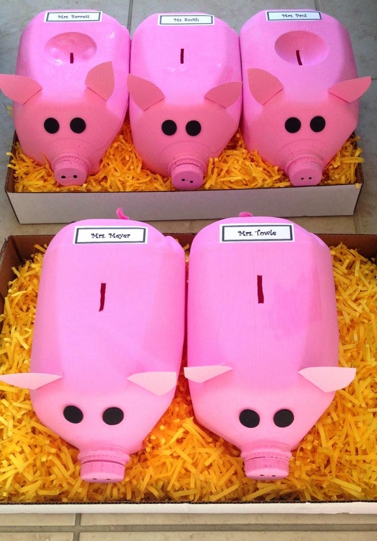 idee-riciclo-creativo-bottiglie-salvadanai-forma-maialino-rosa-occhi-neri-fessura-monete
