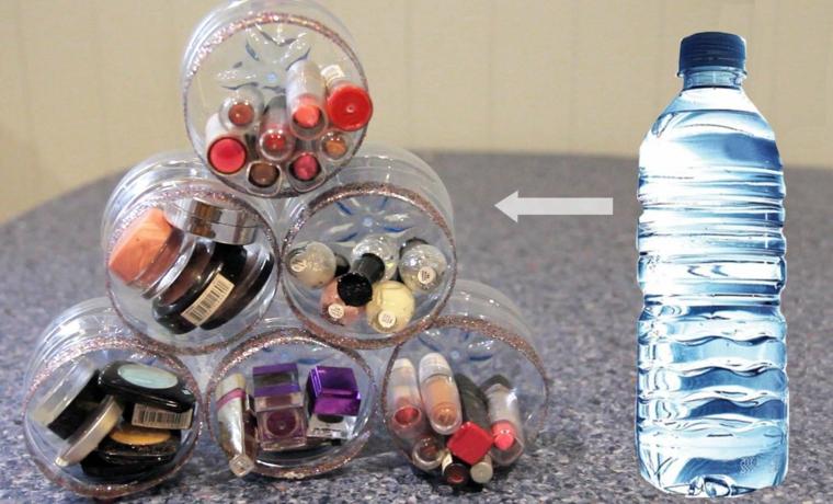 idee-riciclo-porta-oggetti-trucchi-ombretti-smalti-bottiglia-plastica-trasparente