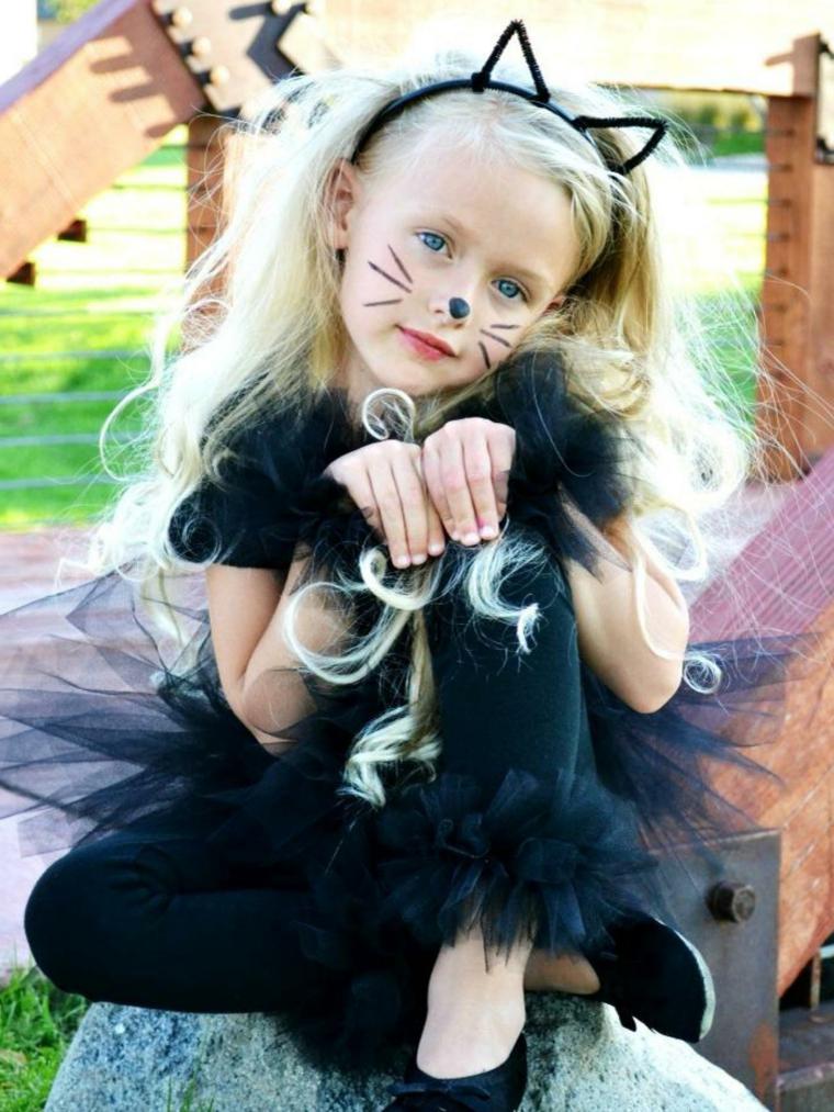 immagini-trucco-halloween-bambini-ragazzina-bionda-viso-gattino-cherchietto-orecchie-vestito-nero-tulle