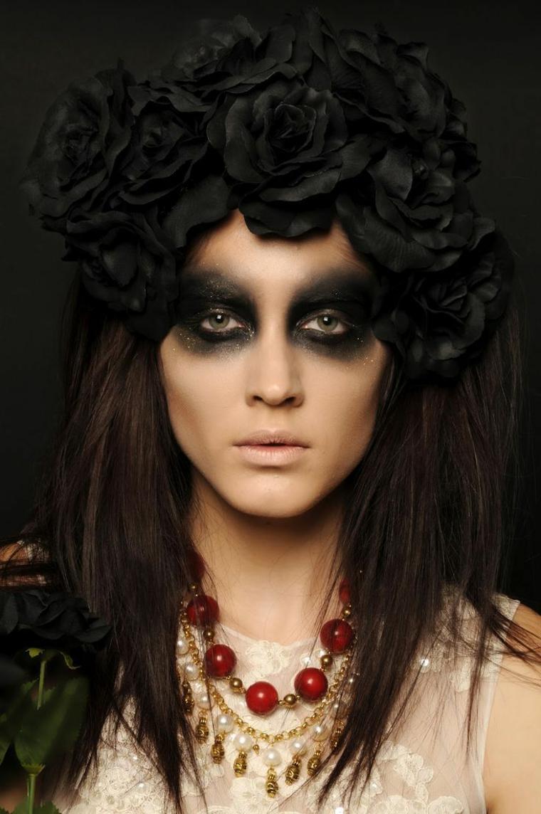 make-up-donna-per-halloween-smokey-eyes-capelli-neri-rose-nere