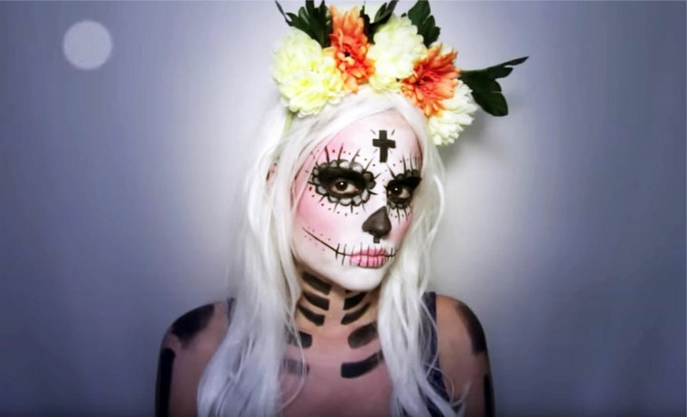 make-up-halloween-donna-capelli-biondi-fiori-testa-base-viso-bianco-bocca-cucita