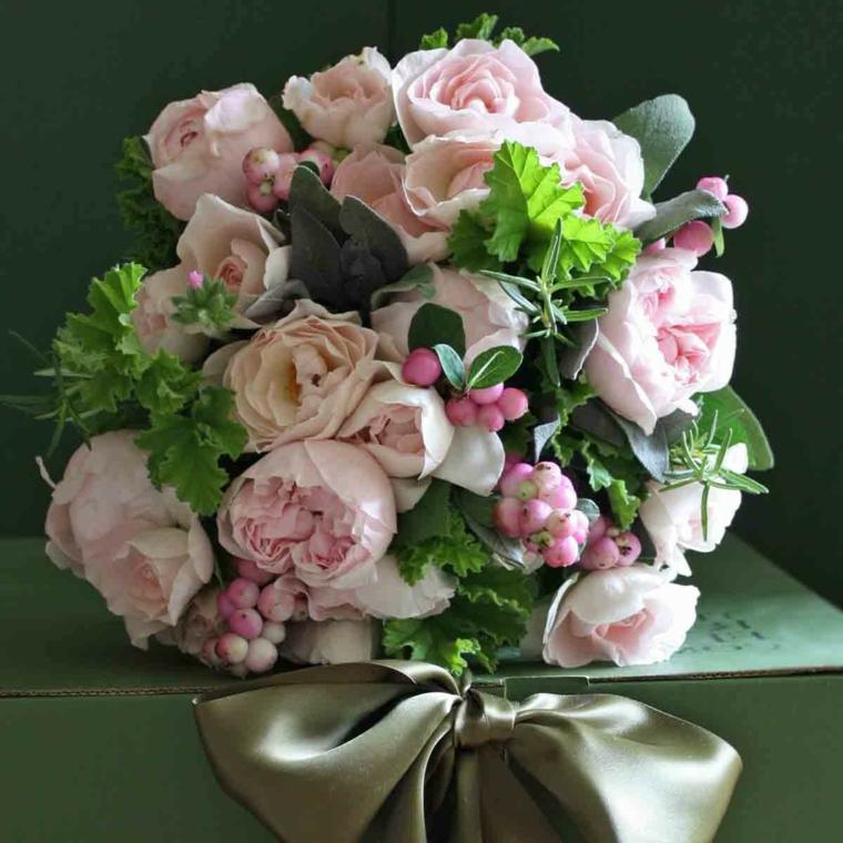 mazzi-di-fiori-particolari-bouquet-rosa-fiori-rosa-foglie-verdi