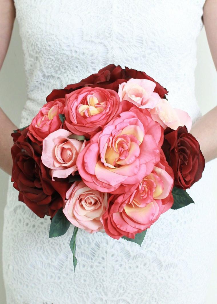 mazzi-di-fiori-particolari-bouquet-tondo-rose-grandi-rosa-rosse
