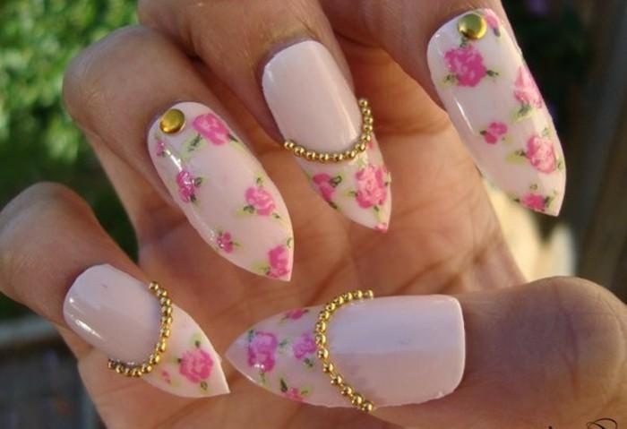 nail-art-bellissime-unghie-rosa chiaro-rose-fucsia-brillantini-dorati-file-perline-dorate-alcune-unghie