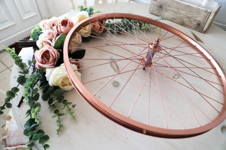 Decorazioni casa fai da te riciclo, ruota di una bici dipinta e decorata con fiori