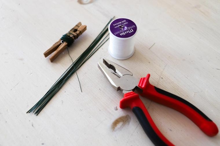 Materiali come pinza e filo di ferro, lavoretti creativi da fare a casa