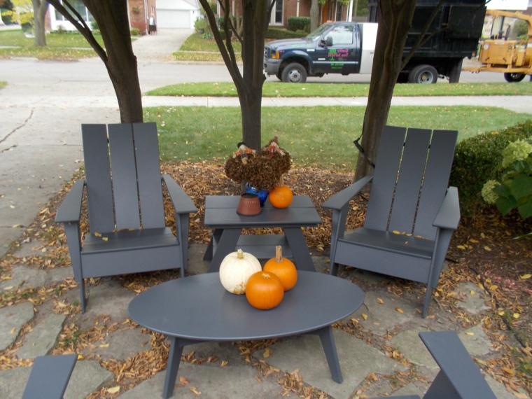 riciclo-creativo-pallet-set-due-tavoli-sedie-esterno-colore-grigio-antracite