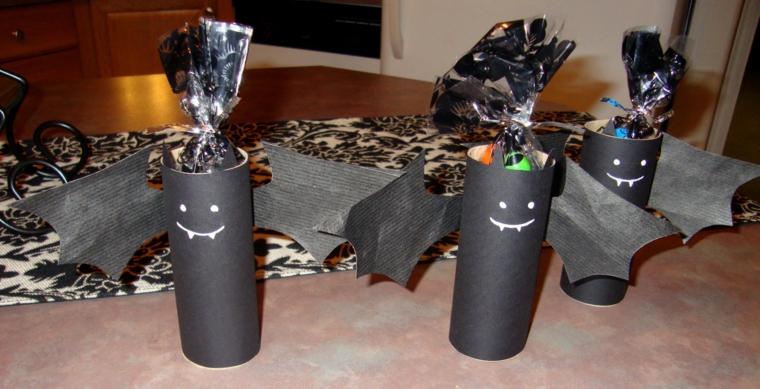 riciclo-creativo-rotoli-carta-dipinti-nero-faccina-ali-pipistrello-caramelle-interno