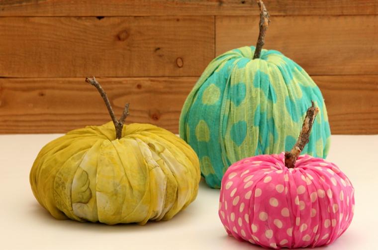 riciclo-creativo-stoffa-colorata-tre-esempi-frutta-decorativa-bastoncino-legno-interno-carta
