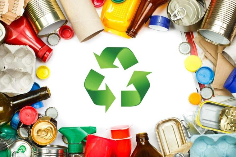 riciclo-creativo-tanti-oggetti-riutilizzo-bottiglie-plastica-vetro-tappi-colorati-barattoli-latta
